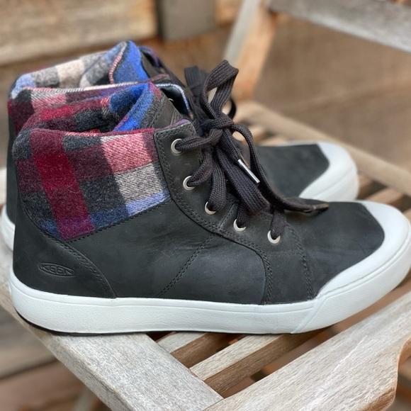 Keen Elena mid boots. Black/plaid. Women's 10